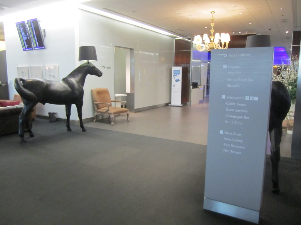 Galleries First British Airways Lounge Heathrow 2015-38